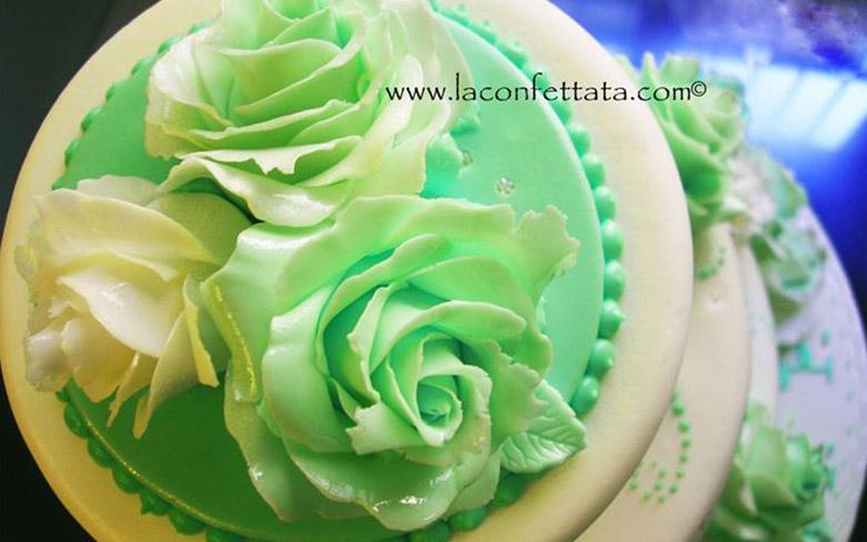 Torta matrimonio bianca fiori verdi particolare fiori la for Fiori verdi