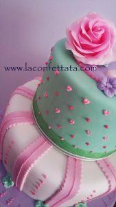 torte comunione bimba, torta shabby, torta rosa e verde, torta con rose,