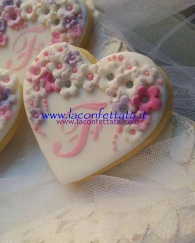 biscotti-decorati-battesimo-iniziale-fiorellini