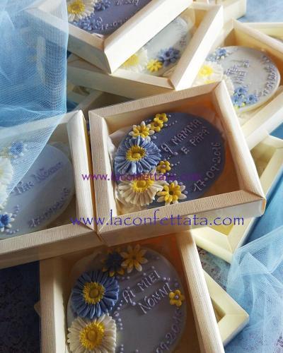 bomboniere-biscotto-rotondo-azzurro-fiori-scatole