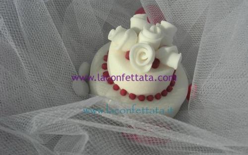 mini-cake-matrimonio-segnaposto-bouquet-rose-particolari-bordeaux