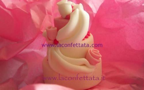 mini-cake-matrimonio-segnaposto-drappeggi-roselline