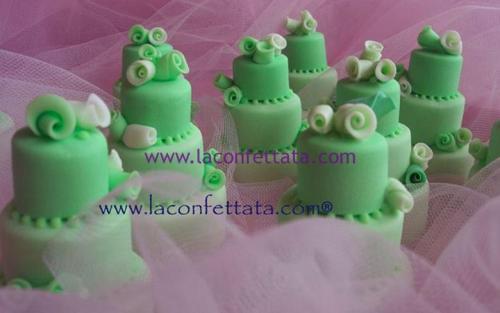 mini-cake-matrimonio-segnaposto-verde-roselline-bianche