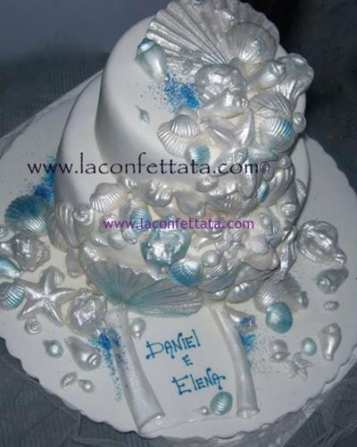 torta-matrimonio-bianca-conchiglie-azzurre