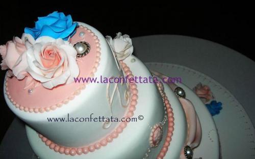torta-matrimonio-bianca-decorazioni-rosa-particolare-decorazione