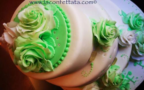 torta-matrimonio-bianca-fiori-verdi-particolare-decorazione