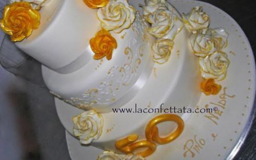 torta-matrimonio-bianca-rose-gialle-bianche