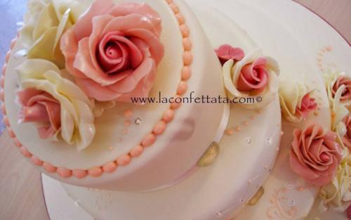 torta-matrimonio-bianca-rose-rosa-avorio-particolare-decorazione
