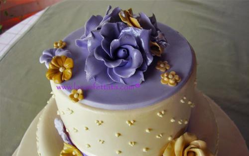 torta-matrimonio-bianco-glicine-particolare-decorazione