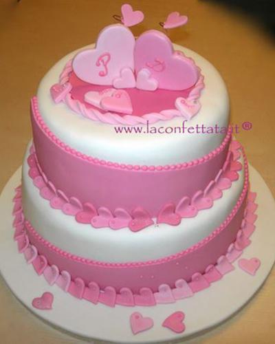 torta-matrimonio-bianco-rosa-cuoricini