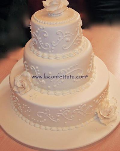 torta-matrimonio-bianco-su-bianco