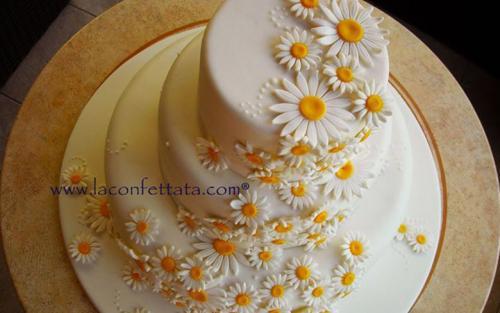 torta-matrimonio-cascata-margherite-particolare-decorazione